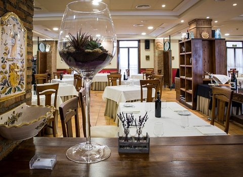 Our restaurant El Roble will delight gourmets.